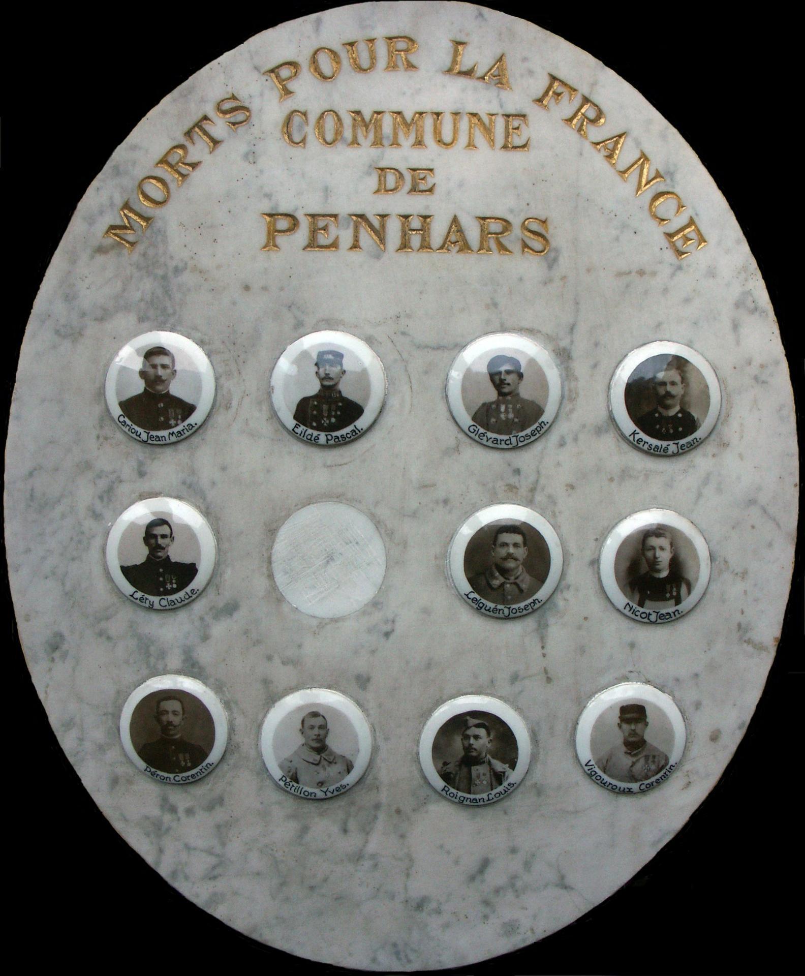 une curieuse plaque de marbre l ment du premier monument aux morts de penhars ville de quimper. Black Bedroom Furniture Sets. Home Design Ideas