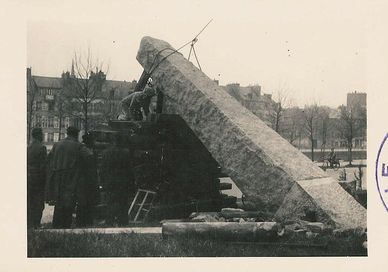 Erection du monument de la Libération en 1946